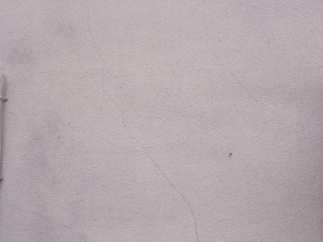 モルタル外壁ひび割れ