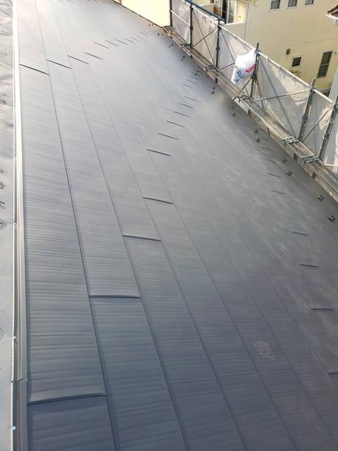 屋根重ね葺き 横暖ルーフ