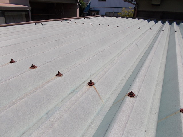 折板屋根の色褪せ