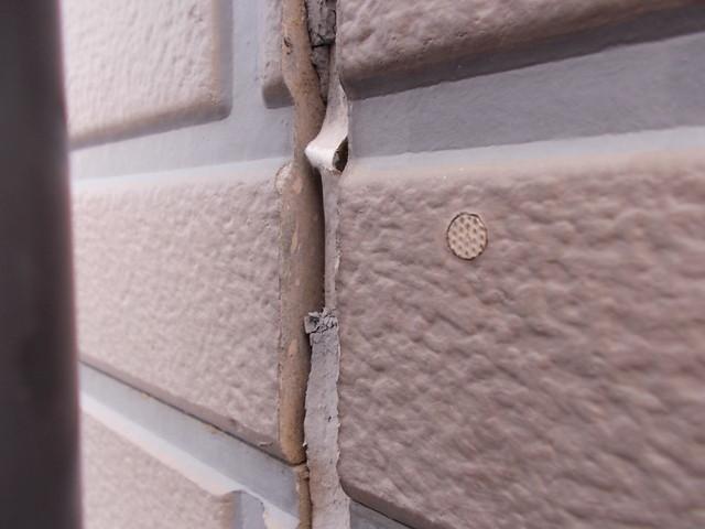 外壁シーリングの剥がれ