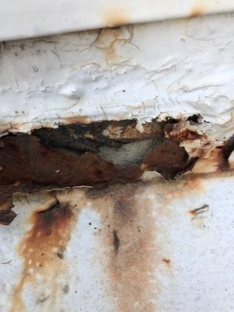 折板屋根の腐食穴あき