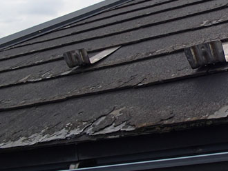 劣化が進んだ屋根材パミール