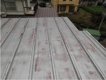 前回の塗装から15年、錆は出ているがいい状態のトタン屋根